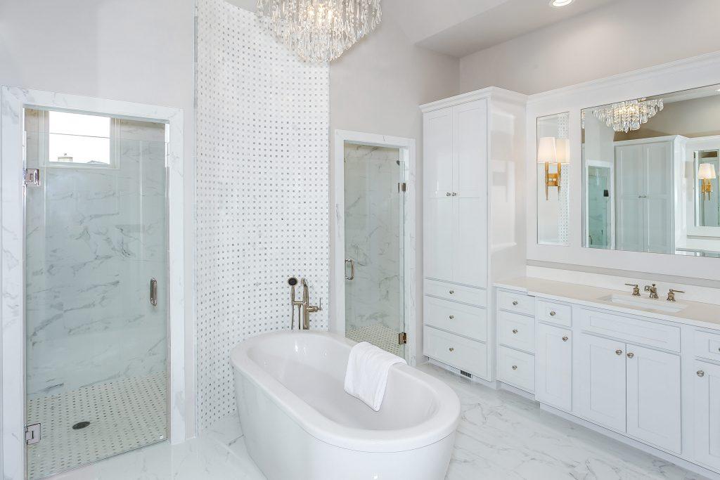 Magnolia Floor Plan Vanity 2 and Tub