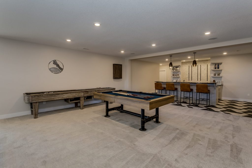 Summerset Estate Wet Bar and Entertainment Area
