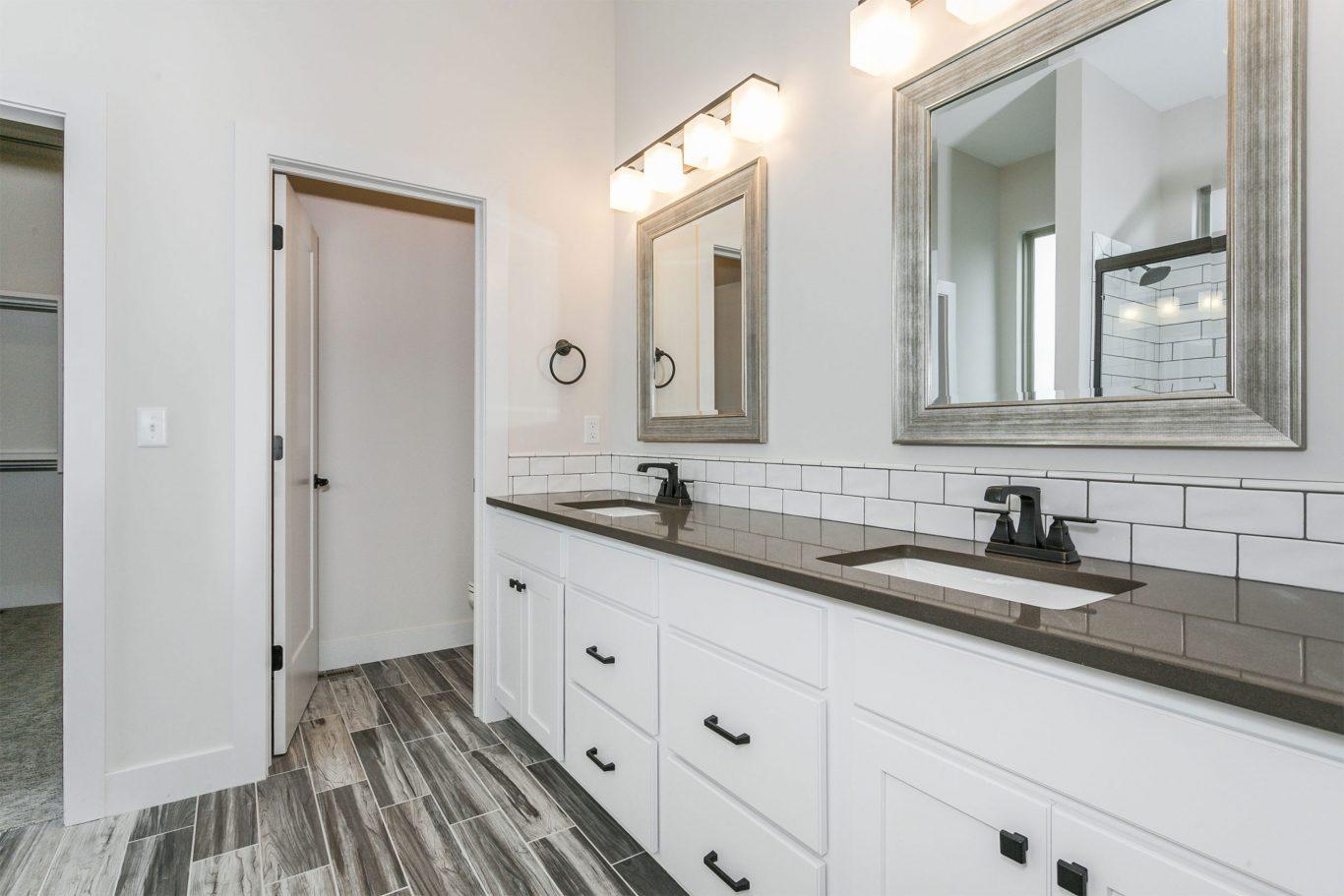 2411 N. Silverdale - master bath